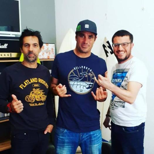 Avec Manu Massabova (à gauche) et Benjamin Sanchis, star du surf de grosses vagues