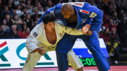 Teddy Riner (Photo par Lucas Barioulet / AFP)